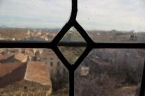 Avignon genom blyinfattat bankettfönster