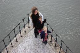 Rhône virvlar ilsket under bron