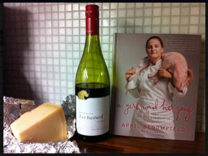 Franskt vin, italiensk ost, engelsk kokbok...