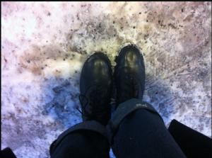 Snögröt möter oräfflade kängor = allvarlig halkvarning