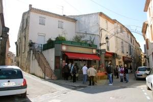 Bageriet fyller två år och byn firar med rosévin till frukost!