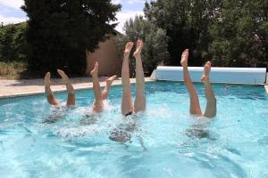 Busiga ben i pool