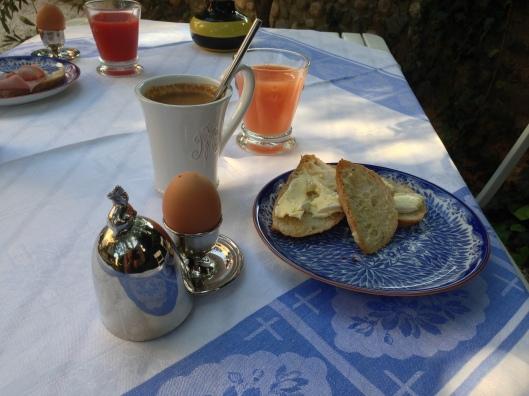 Tidig frukost innan den värsta hettan satte in
