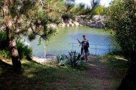 Vattenspegel i det gamla basaltstenbrottet