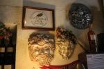 Bacchus och utmärkelser på väggarna