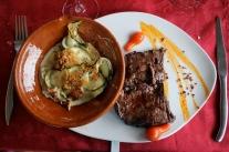 … kött och zucchinigratäng till huvudrätt...