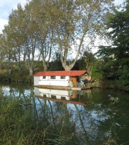 Kan nog bli ganska råkallt i en husbåt på vintern även i Languedoc