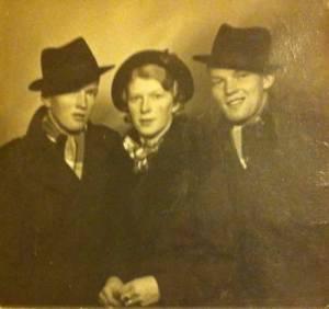 Tre av sju stiliga syskon
