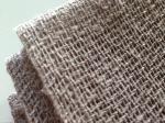 Glesvävd linne kommer att få bänkarna att skina, med benägen hjälp av lokal olivsåpa.