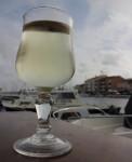 Picpoul i glaset och paella på tallriken