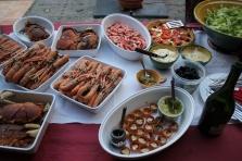 Langustiner kokta på svenskt vis, krabba, crevettes nordiques, fetaostpaj, röror, sallad, krustader från IKEA...