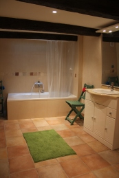 Stort, fint badrum