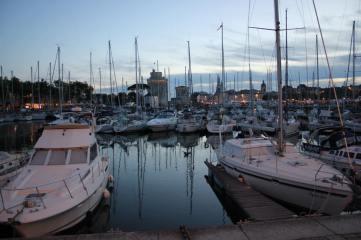 Le vieux port i kvällsljus