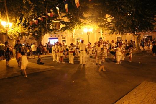 Spontandans på torget efter avslutad parad