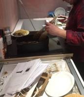 Matlagning utan avställningsytor - bänkskivan är försenad...