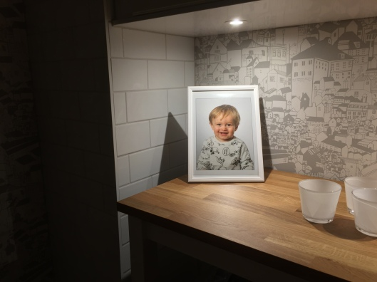 Bertil i nya köket<3