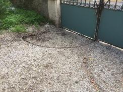 Grinden gör djupa spår i gruset.